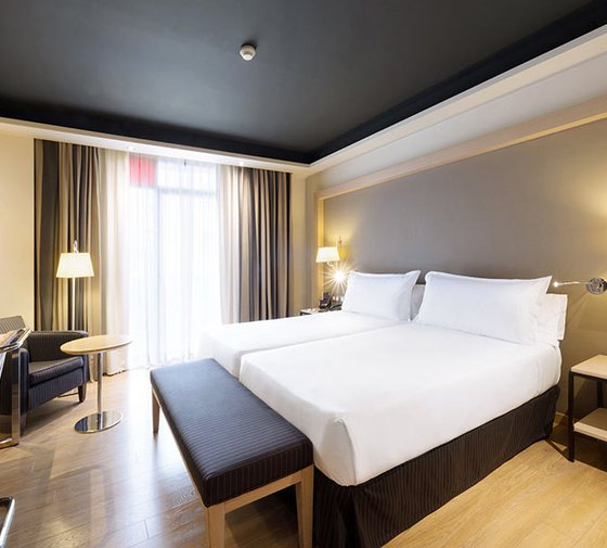 The Hotel Jazz has double rooms, all exterior, warm and ...