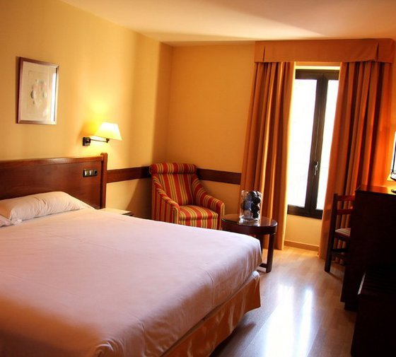 Our hotel in central Zaragoza has 15 large double rooms ...