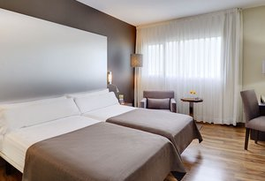 This hotel in Murcia has 96 modern, exterior double rooms ...