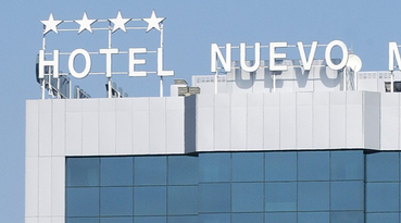 Welcome to the Sercotel Nuevo Madrid Hotel, located in the north of Madrid, in the well-known Charmartín business district. This strategic location near the Madrid-Barajas airport, the IFEMA exhibition ground and the Palace of Congresses makes the hotel an ideal business hotel in Madrid. It also has excellent communications, public transport as well as easy access to the M-30. 