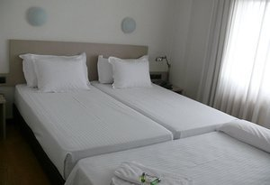 The  Sercotel Hotel Los Angeles  also has triple rooms, to ...