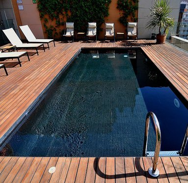 Rest and relax in the hotel swimming pool access