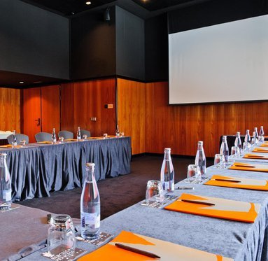 We have ideal meeting rooms for events, banquets and conventions
