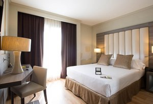 The Sercotel Gran Hotel Luna de Granada has 40 rooms ...
