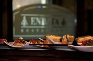 The hotel counts with an a specialized in tapas bar-restaurant