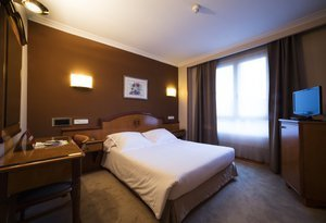The Sercotel Ciudad de Oviedo has double rooms of double ...