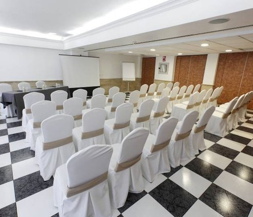 With a maximum capacity of 30 people, the Sercotel Alfonso ...