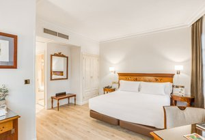 We offer double rooms, ideal for couples travelling to Bilbao ...