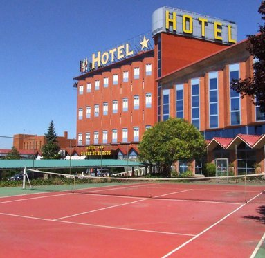 Play a tennis match in our hotel in Rubena