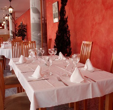The Entrevia Restaurant offers a quiet and nice ambience