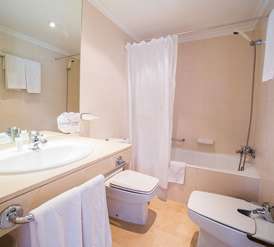 The Sercotel Don Manuel  has  double rooms . 