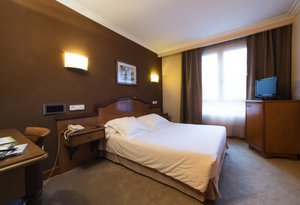 The hotel in Oviedo has five single rooms with beds ...