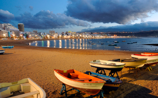 The Canary Islands are well known for their mild weather ...