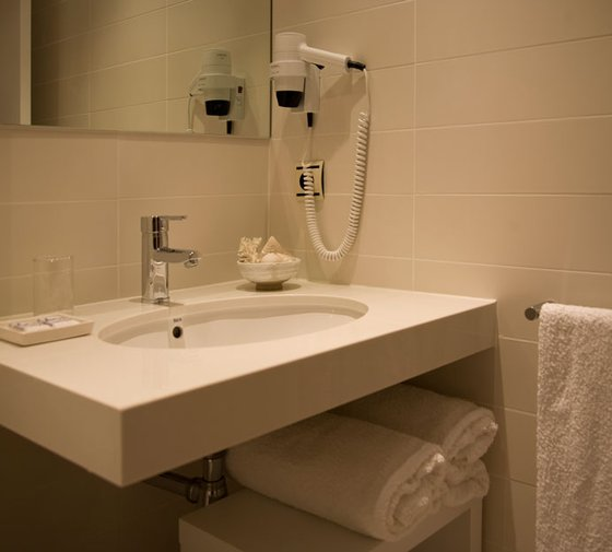 The Sercotel Hotel Ciscar, 2 rooms of 20.90 m2 ...