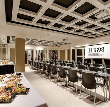 Discover our fully equipped meeting rooms