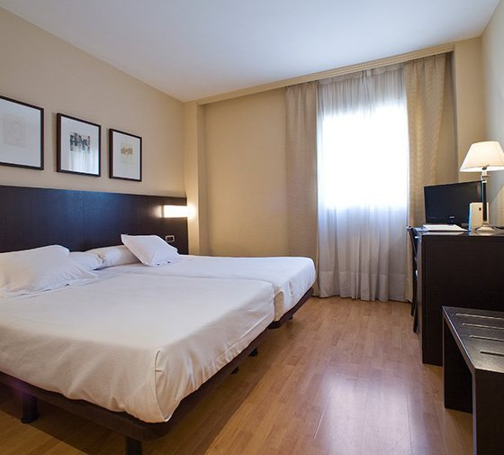The Sercotel Tudela Bardenas has fifteen 15'5-square-metre triple rooms ...