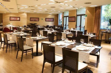 Hotel sercotel Ribera de Triana has a renowned restaurant in ...