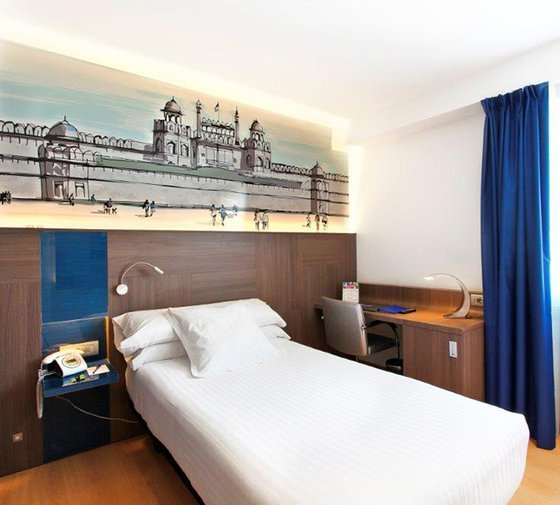 The Sercotel Blue Coruña hotel has modern and refurbished single ...
