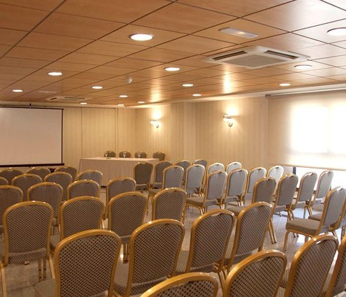 The combination of these two function rooms offers 146 m² ...
