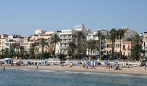 The Subur Hotel is opposite the main beach of Sitges