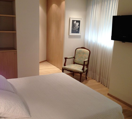 The Hotel Sercotel Ciscar has rooms with a modern and ...