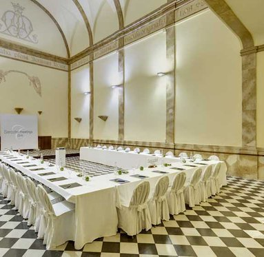 Hold your business meetings at Villa Engracia Hotel