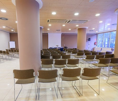 This function room has a 250 m2 surface and natural ...