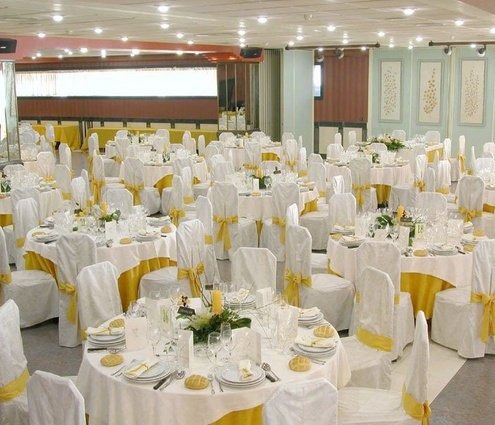 This function room has 90 m² of usable space and ...