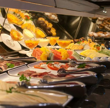 Grab forces in the early morning buffet Sercotel Reding Croma