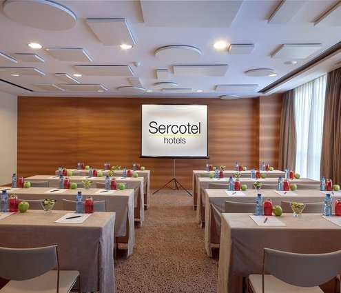 With a 54 m² surface, the Perellonet room at Sercotel ...