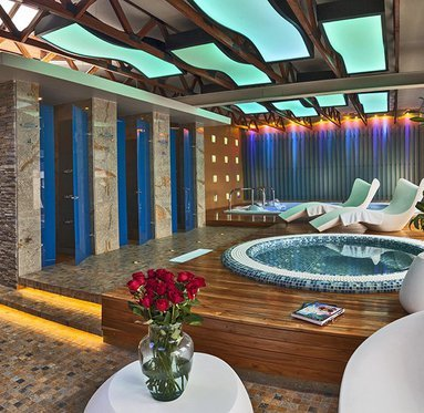 Relax in the Spa, two Jacuzzis, pool Maxwell