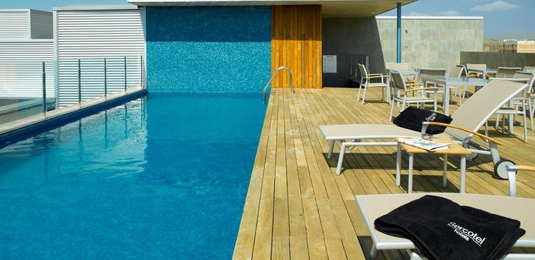 Outdoor pool, ideal for a refreshing dip in our hotel