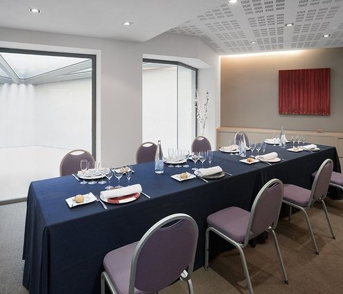 A small, intimate function room that will offer you maximum ...