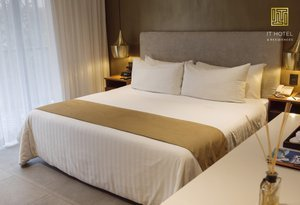 The king deluxe rooms at Sercotel IT Hotel & Residences by ...