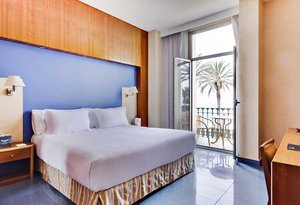 Enjoy an unbeatable stay at the Kalma Sitges Hotel! Choose ...