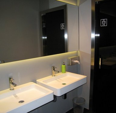 Completely equipped bathrooms at the Hotel Leyre