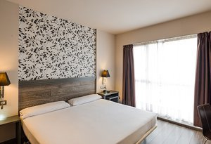 The  Sercotel Zaragoza Plaza Feria Hotel offers 43.7 m2 ...