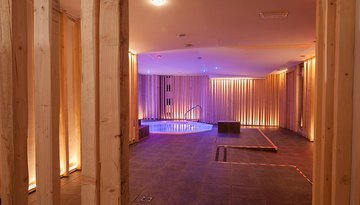 Relax in our wellness area with jacuzzi, indoor pool, gym ...