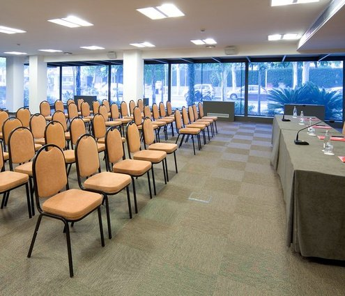 Meeting room equipped with everything necessary for your corporate event ...