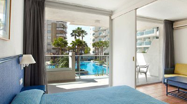 The Sercotel Blaumar Hotel is located in Salou, Tarragona, close to the seafront promenade. It is an ideal hotel for family holidays, as it is located within a 5 minute drive to Port Aventura.