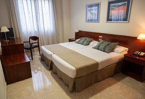 All double rooms at the Sercotel Ciscar Hotel have a ...
