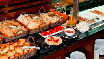 Start the day with our varied breakfast buffet