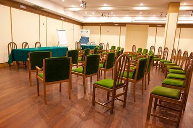 We offer you meeting rooms to celebrate events and meetings