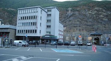 The hotel La Mola is a hotel in Andorra, located on Joan Martí Avenue 57, in Encamp. Due to its location it is ideal for people who love the mountain and the outdoor sports. The Encamp funicular can be reached on foot (10 min) and Andorra centre is at 10 min by car. Therefore, it is also a good option for people who want to enjoy a shopping day in the most comercial street in Andorra, the Meritxell Avenue. 