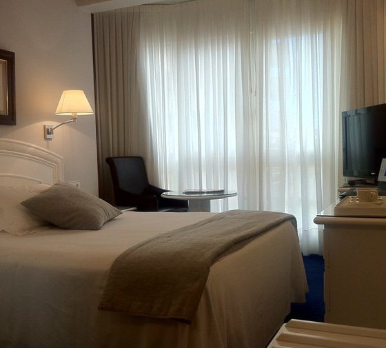 This hotel in Castro Urdiales has six 14 m2 single ...