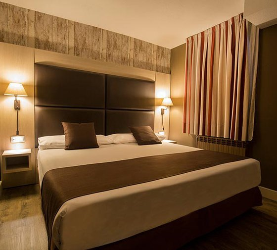The Himàlaia Soldeu Hotel has double rooms 25 m² in ...