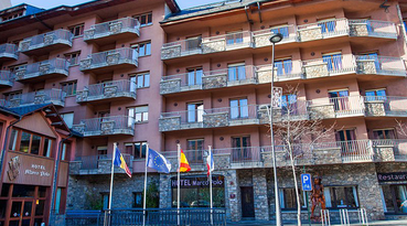 The Hotel Marco Polo is a magnificent hotel 3 stars located in La Massana , Andorra. It offers a familiar and pleasant stay. Located in the heart of the Pyrenees, it is 400 metres from the gondola that accesses the ski of Vallnord.
