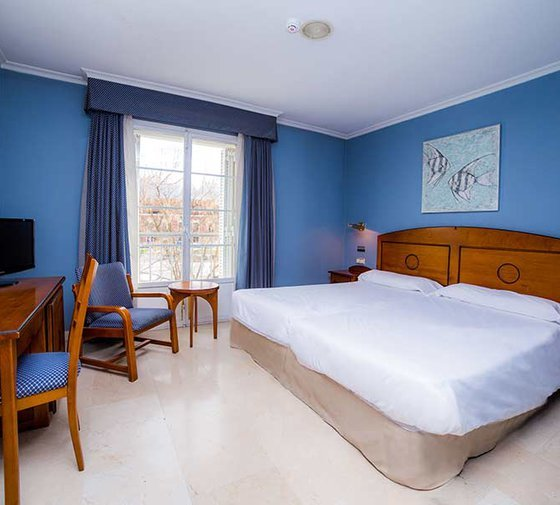 The Sercotel Don Manuel  has  single rooms .