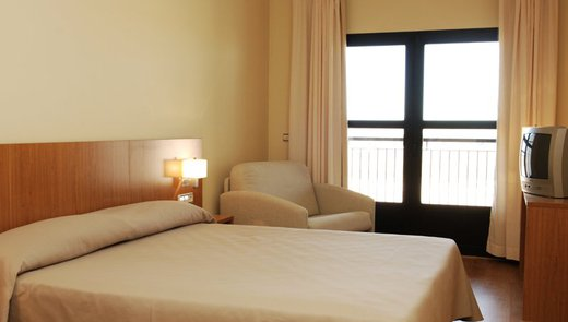 Comfortable and clean rooms in our hostel in Monreal del ...
