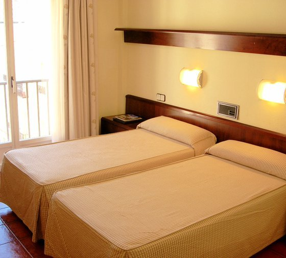 Hotel Sercotel Florida offers standard double rooms, equipped with double ...